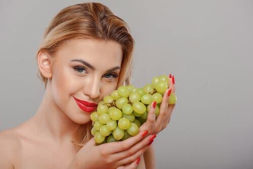 Nutze die vorteilhaften Eigenschaften von Trauben in einer Gesichtsmaske