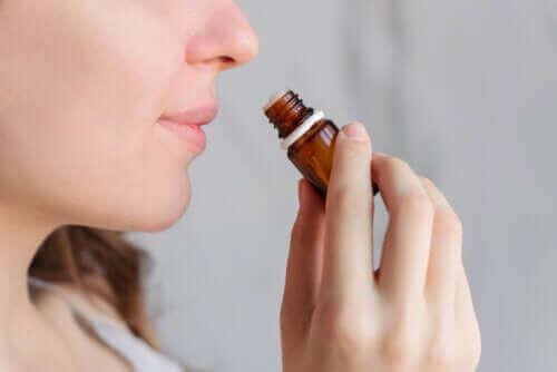 Hilft Aromatherapie bei Menstruationsbeschwerden?