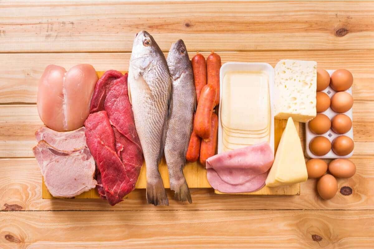 Rohe und gekochte Lebensmittel sollten niemals mit dem gleichen Besteck gehandhabt werden
