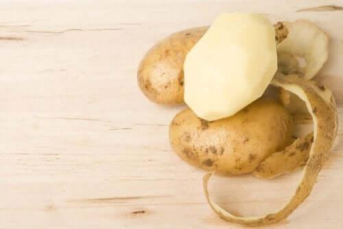 4 natürliche Heilmittel aus Kartoffelschalen, die du ausprobieren solltest