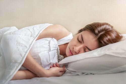 Einschlafzuckungen: Wie man sie vermeidet