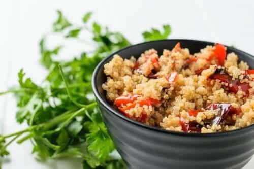 Gerösteter Gemüsesalat mit Quinoa
