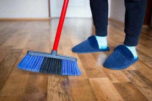 4 natürliche Methoden zum Polieren von Holzböden