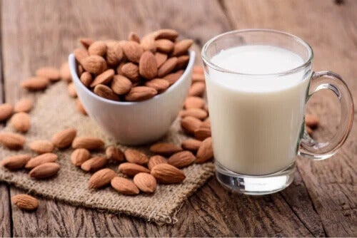 Mandelmilchkonsum bei Kindern: Vorteile und Nachteile