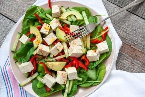Frisch zubereiteter Salat