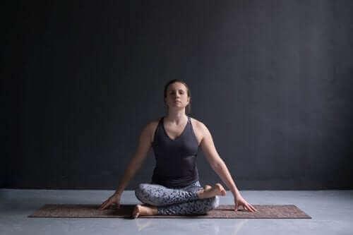 Feuerscheit-Pose ist eine tollen Yoga-Übung