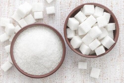 Muscovado und weißer Zucker