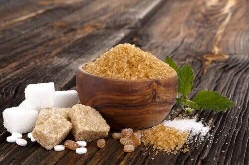 Weißer, brauner und Muscovado Zucker: Gemeinsamkeiten und Unterschiede