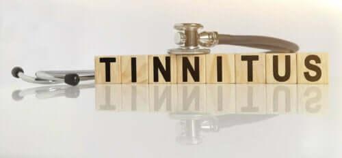 Eine Schreibweise von Tinnitus