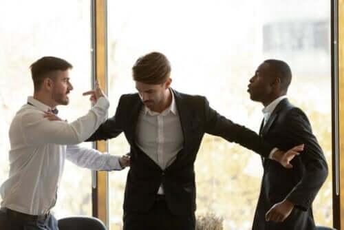 Streitende Männer