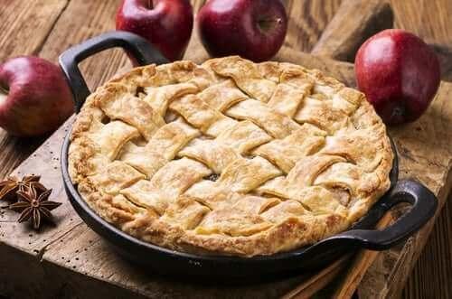 Unser letzter Rezeptvorschlag ist ein Apfelkuchen mit knuspriger Kruste