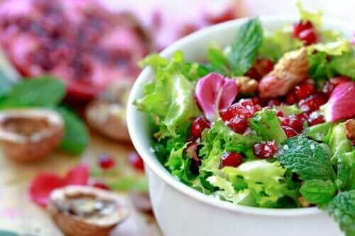 Endivien-Granatapfel-Salat: 2 schnelle und einfache Rezepte