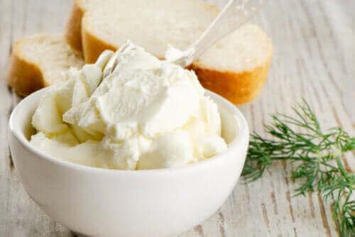 Ist industriell hergestellter Frischkäse tatsächlich vorteilhaft für deine Ernährung?