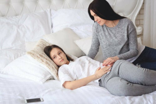 das Wachstum - Teenager mit seiner Mutter
