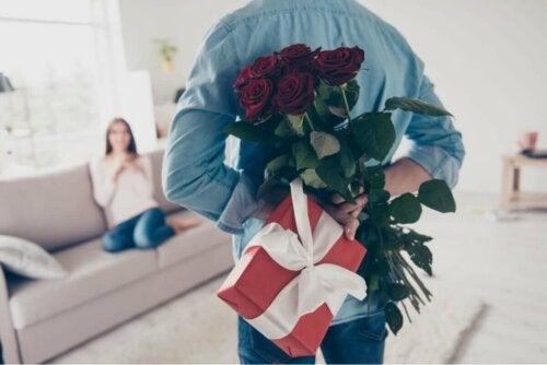 Sprachen der Liebe - Mann mit Rosenstrauß