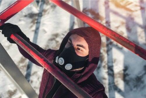 Trainingsmasken - Mann an Trainingsstange