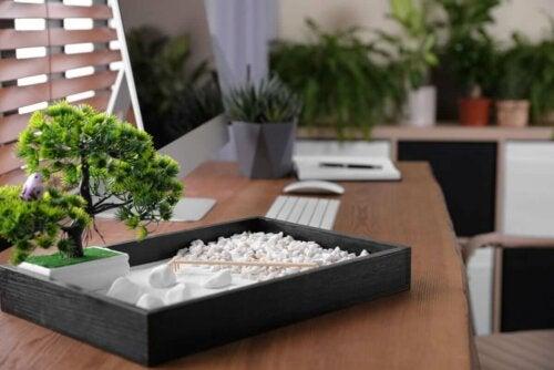 besseres Zeitmanagement - Zengarten auf dem Tisch