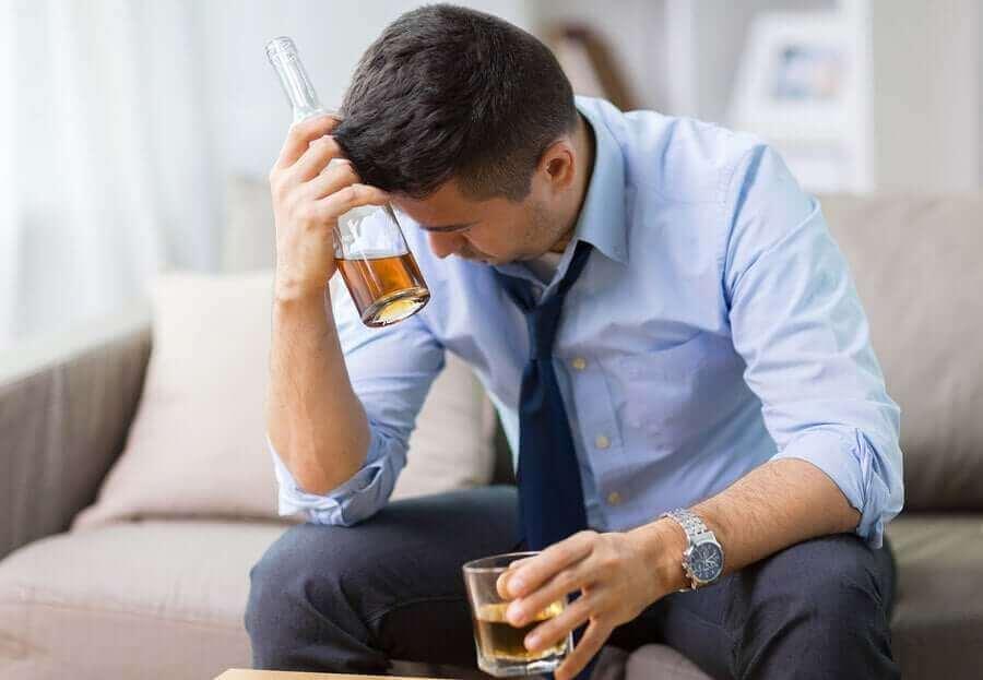 Alkohol wird schneller aufgenommen, wenn du ihn auf leeren Magen trinkst