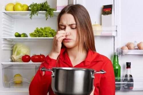 Fischgeruch aus der Küche entfernen - 5 Tricks