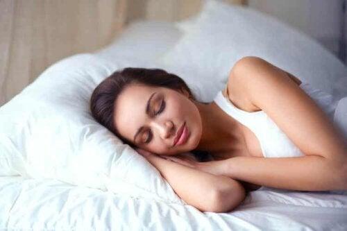 Sorge für eine gute Schlafhygiene, damit sich dein Körper entsprechend erholen kann