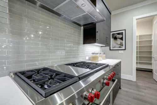 Metallische Küchen sind ein Trend, der nicht wegzudenken ist