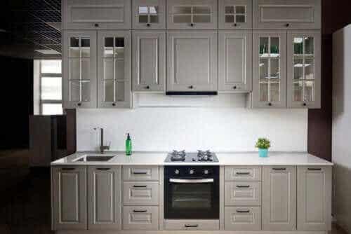 Lineare Küchen: Merkmale und einige Tipps