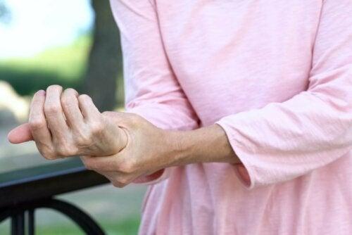 Anamu bei Schmerzen an der Hand