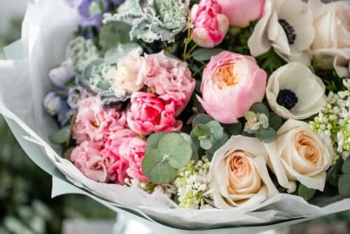 Blumensträuße und Gestecke: So bleiben sie länger haltbar