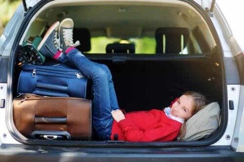 Lange Autofahrten sollten in Abschnitten und mit ausreichenden Pausen gemeistert werden