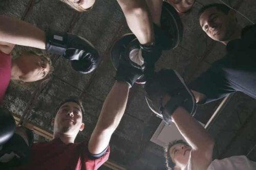 Du solltest dem Fitboxen unter Aufsicht eines Trainers betreiben
