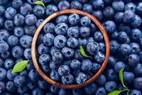 Die Farbe Blau trägt dazu bei, dass wir uns weniger hungrig fühlen und daher weniger essen