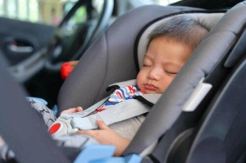 Kindersitz im Auto