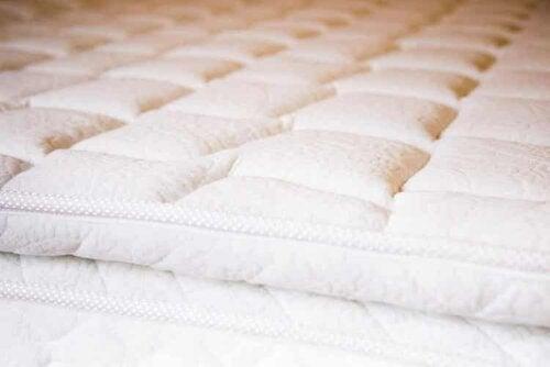 Es gibt bestimmte Matratzen und Kissen, die bei Druckgeschwüren helfen können