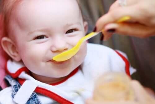 Fünf Anzeichen für Hunger bei deinem Baby
