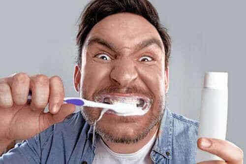 Bleachorexie: Wenn das Bleichen der Zähne zur Sucht wird