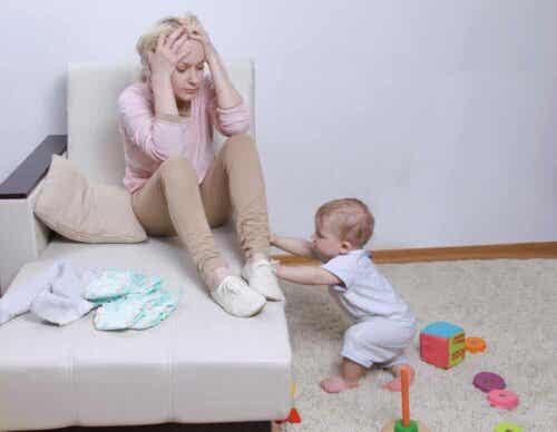 Bindung zu deinem Neugeborenen - Mutter mit Baby