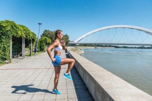 Aerobe Bewegungen eignen sich zum Aufwärmen und zur Verbesserung der Technik beim Joggen