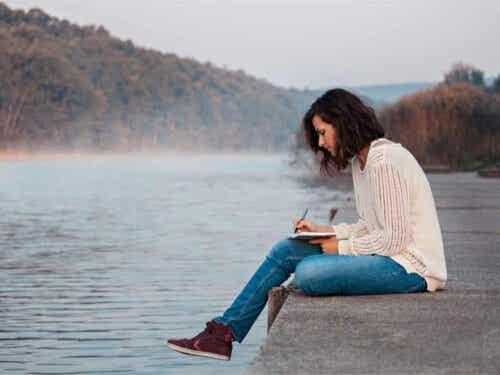 Lettering - Frau am Wasser
