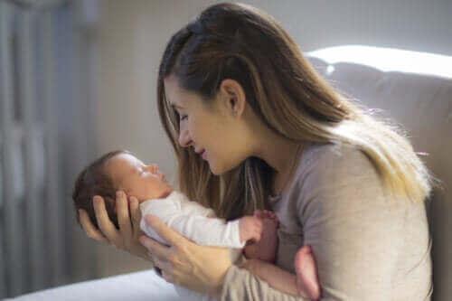 Die Sehkraft eines Babys fördern: Hilfreiche Tipps