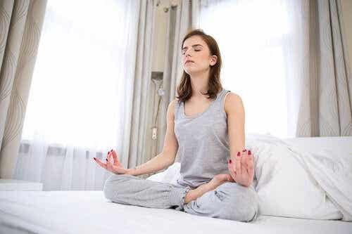 Erholt aufwachen: 5 Übungen vor dem Schlafengehen