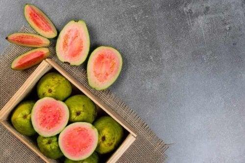 Die Guave ist eine kohlenhydratarme Frucht