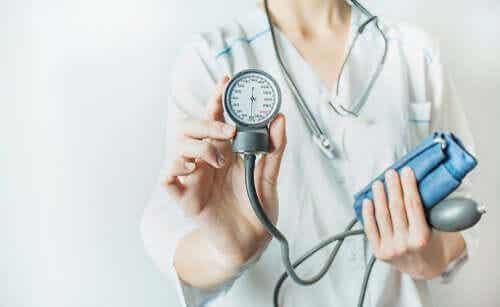 Behandlung arterieller Hypertonie: Ab diesem Alter solltest du damit beginnen